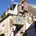 Bosa, Corso Vittorio Emanuele - orologio sulla facciata della piccola chiesa del Rosario